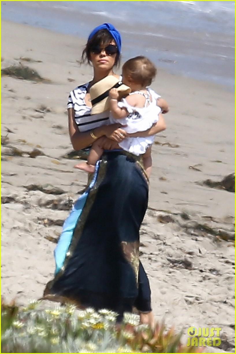 kourtney kardashian hits the beach after kim baby is born 012892796