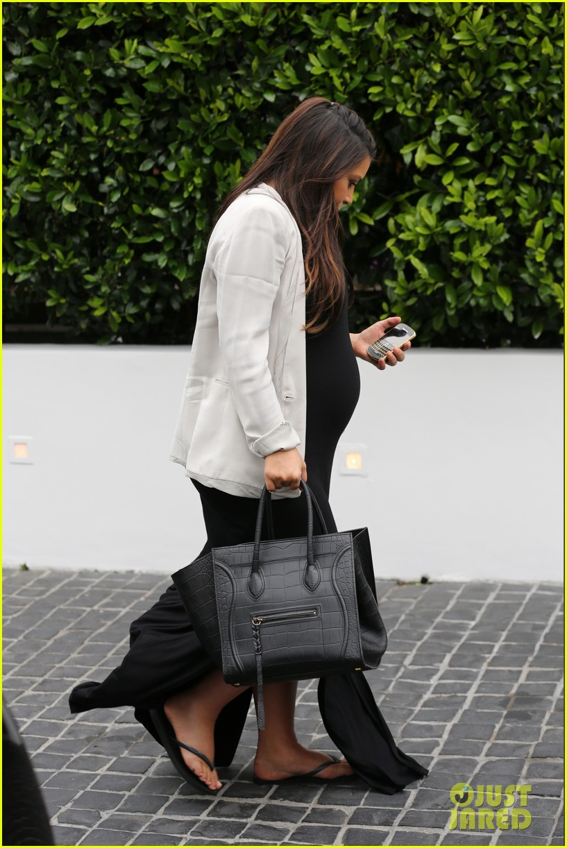 kim kardashian lunches after revealing shes having a girl 09