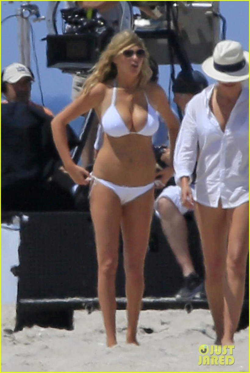 cameron diaz kate upton beach bikinis for the other woman 03