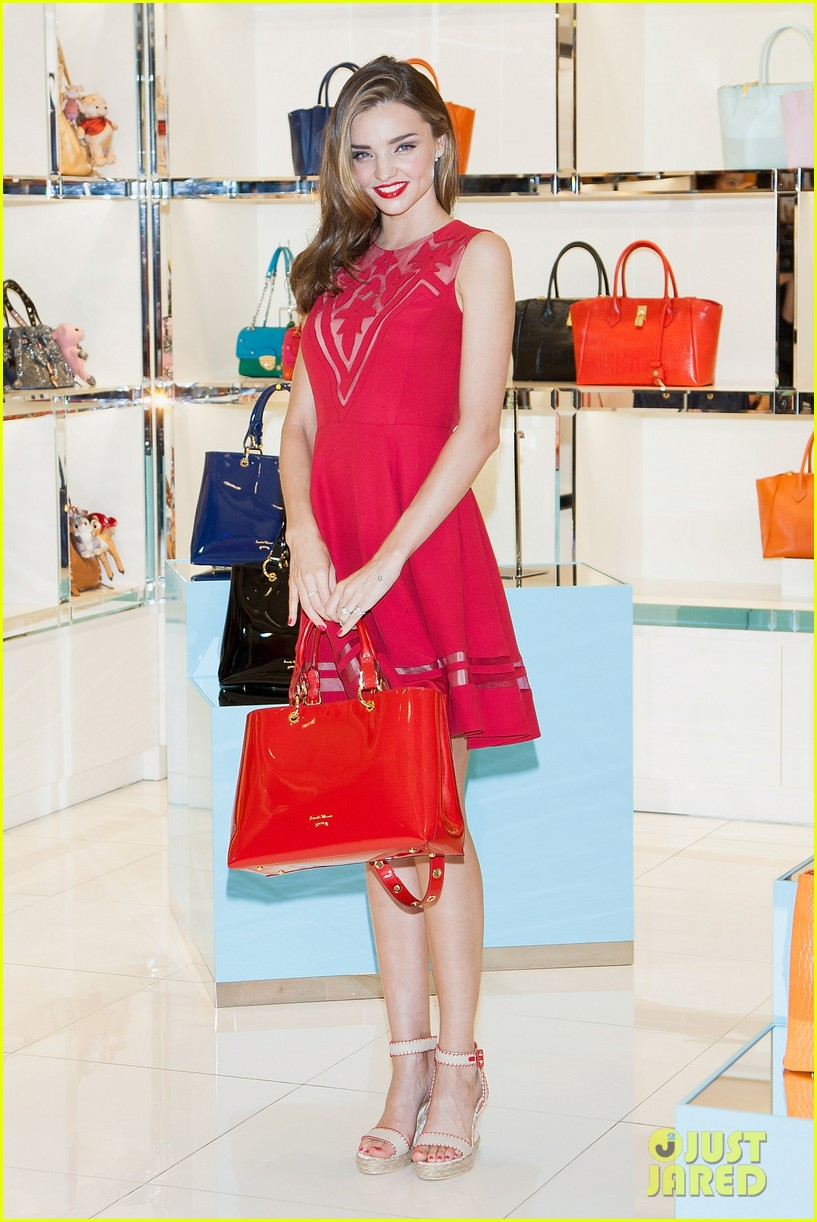 miranda kerr samantha thevesa promo in south korea 052889833