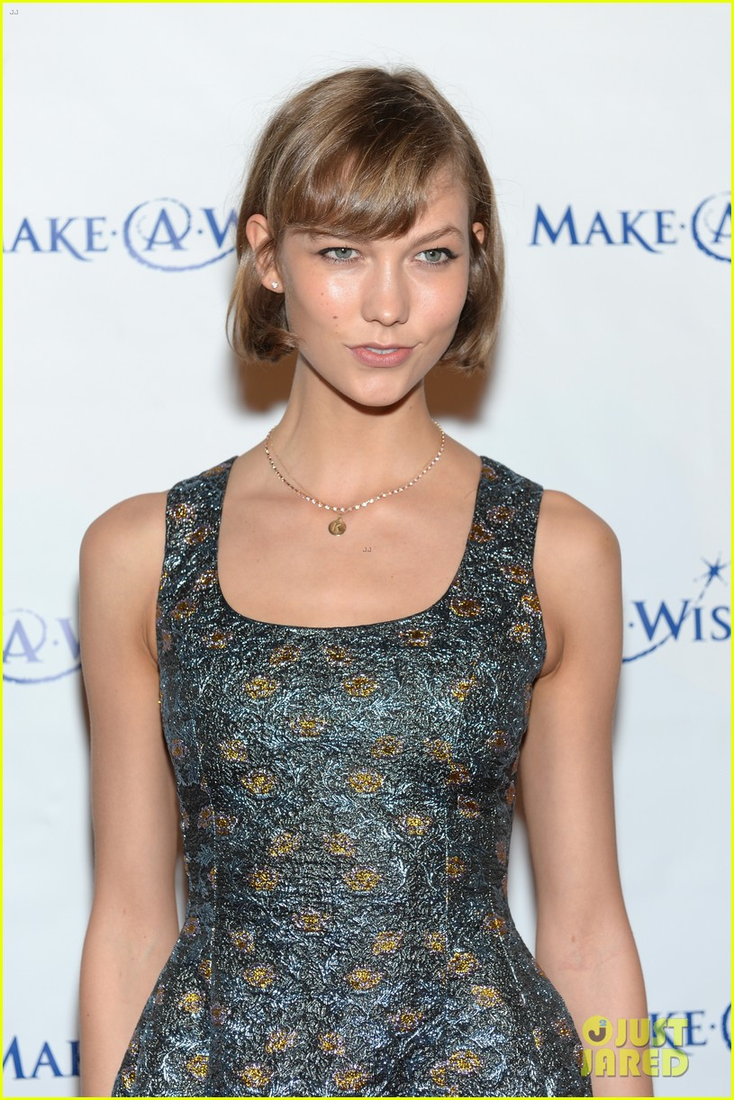 karlie kloss jonny lee miller make a wish event 022890981