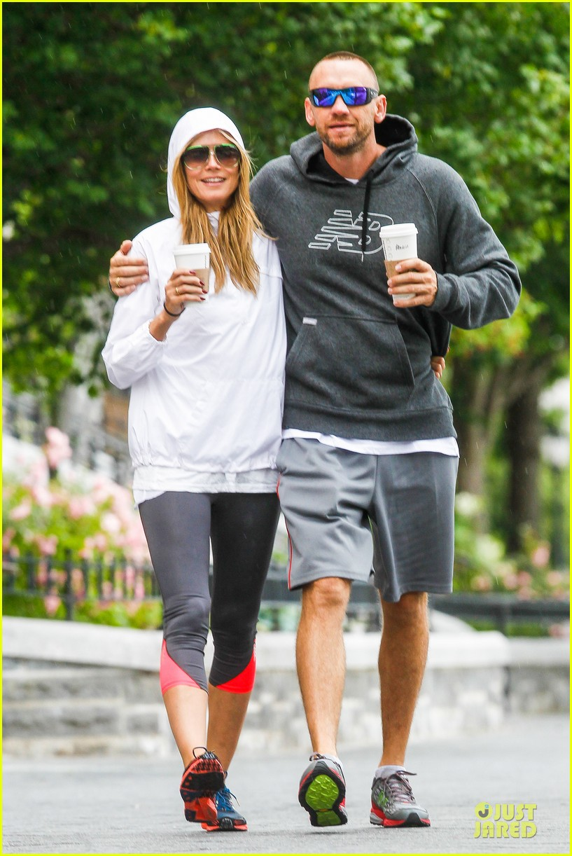 heidi klum martin kirsten holding hands during nyc run 012891529