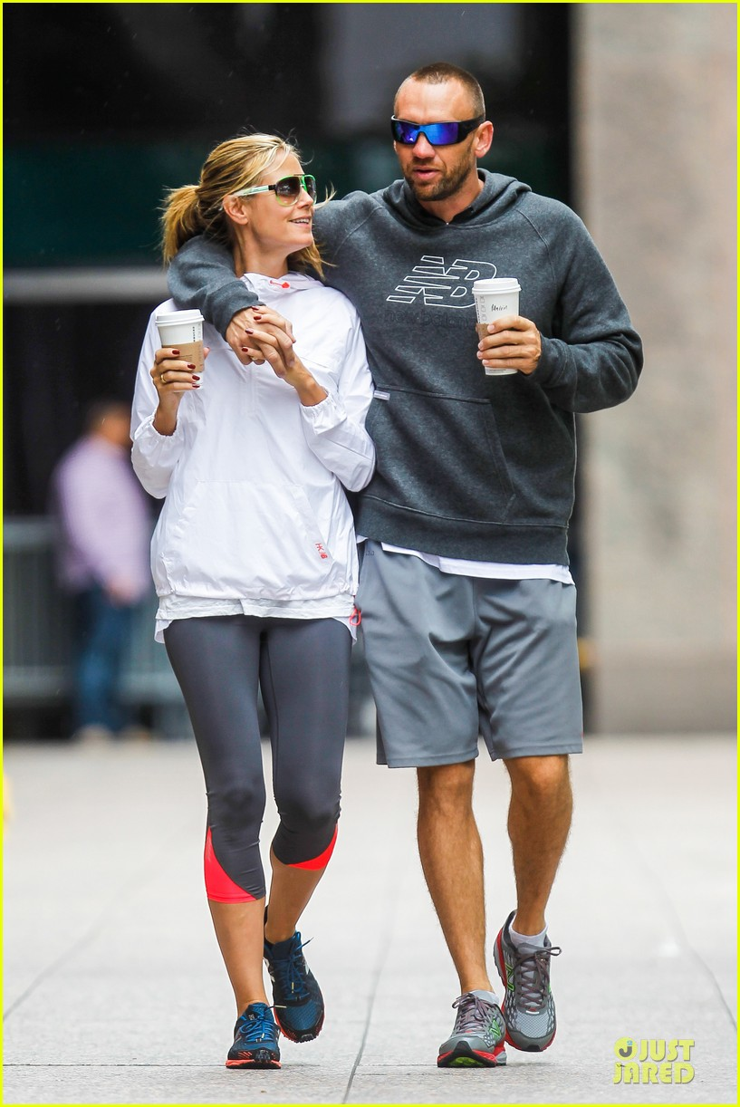 heidi klum martin kirsten holding hands during nyc run 192891547