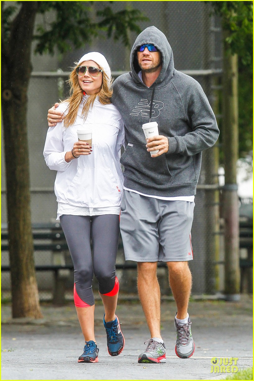 heidi klum martin kirsten holding hands during nyc run 25