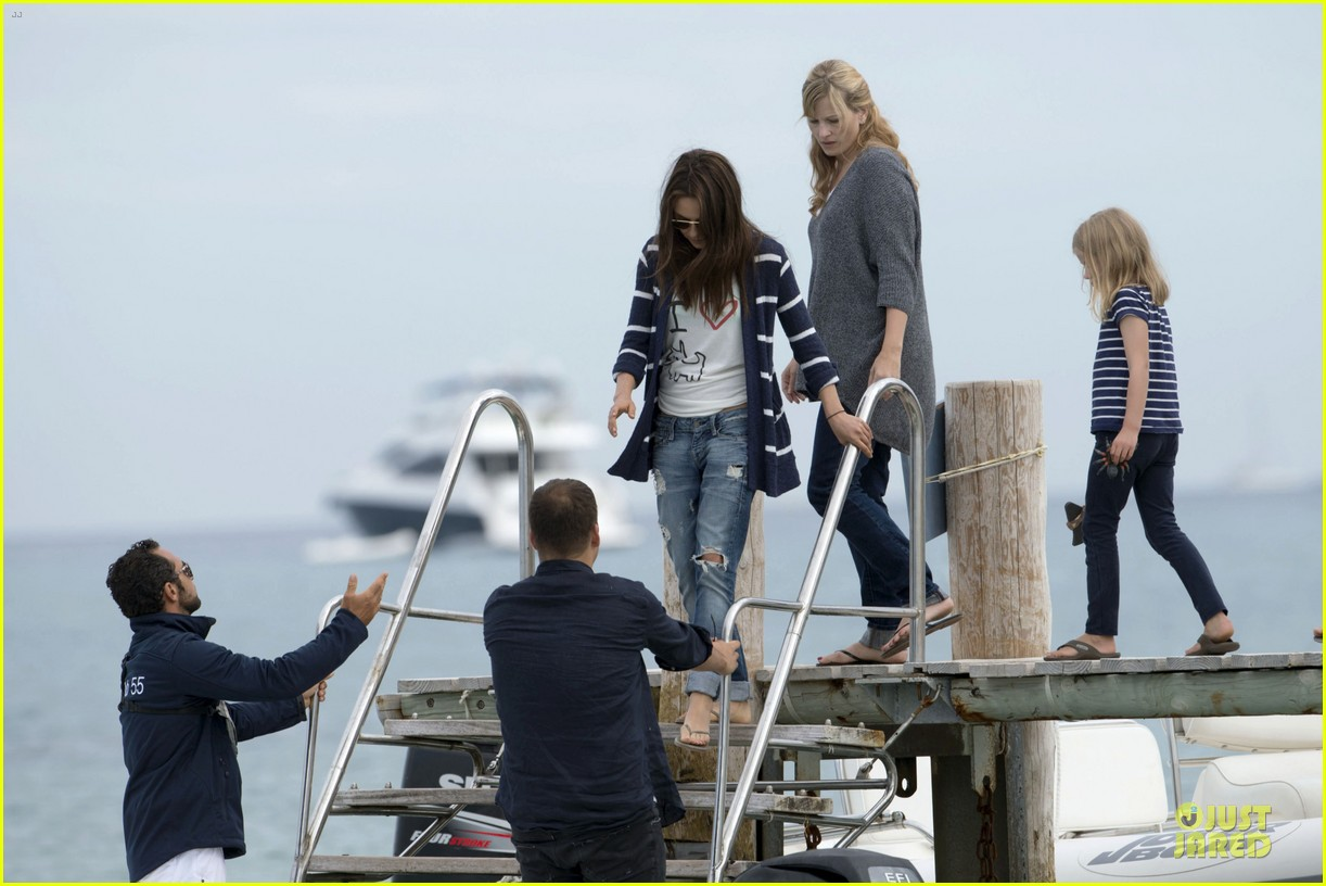 ashton kutcher mila kunis saint tropez with princess beatrice of york 072886955
