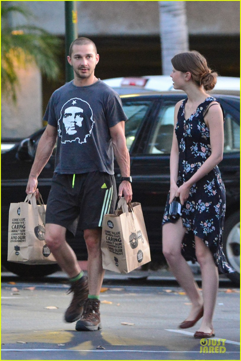 shia labeouf carries the groceries for mia goth 04