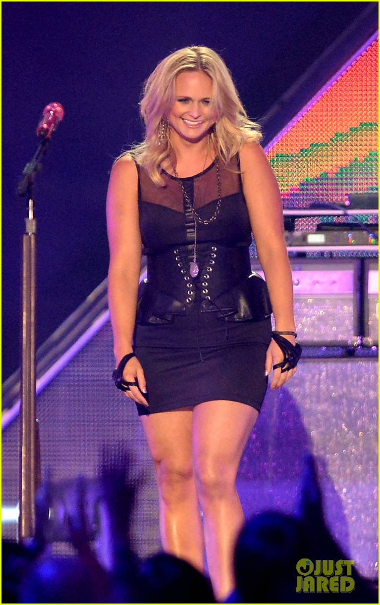 miranda lambert cmt music awards 2013 performance video 03