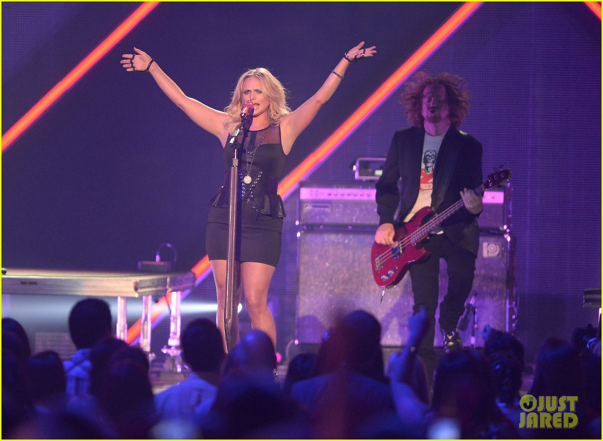 miranda lambert cmt music awards 2013 performance video 08