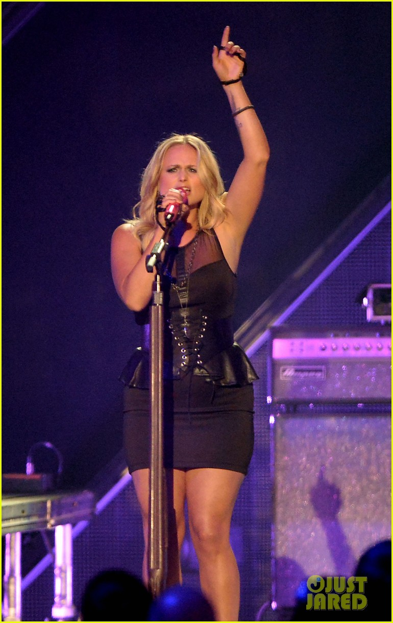 miranda lambert cmt music awards 2013 performance video 10