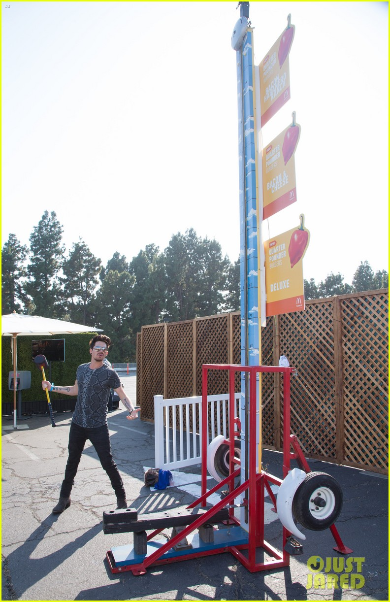 adam lambert hammer time at just jared summer kick off party presented by mcdonalds 05