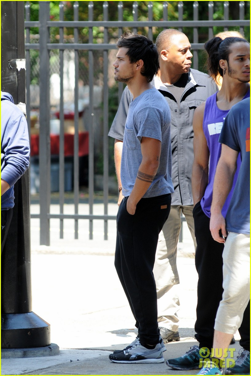 taylor lautner sweats it out for tracers in queens 062894465