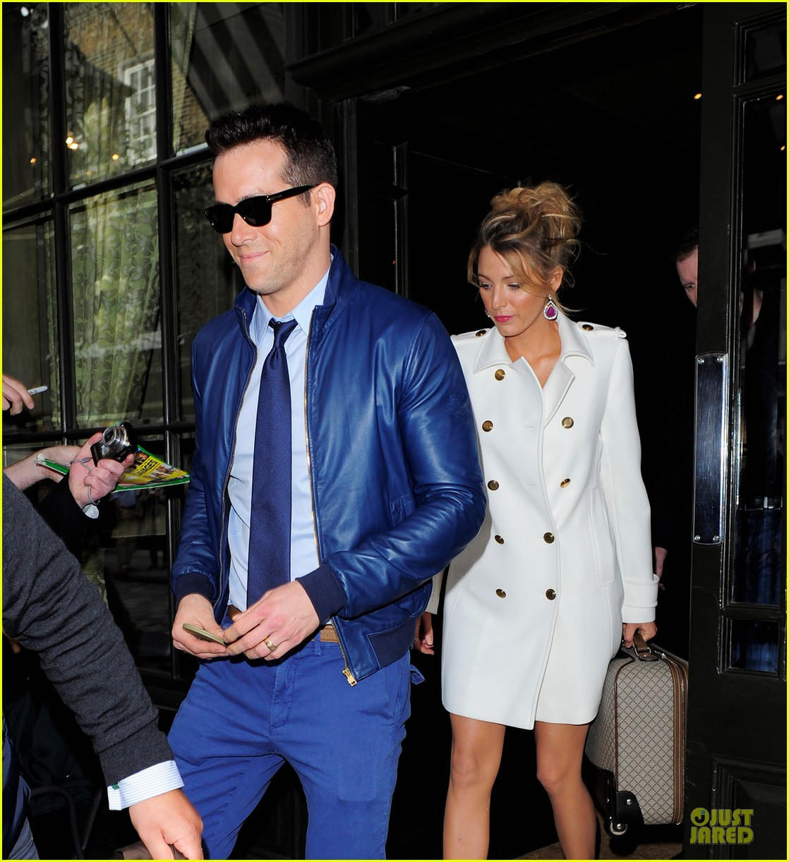 blake lively ryan reynolds stylish london hotel exit 062881965