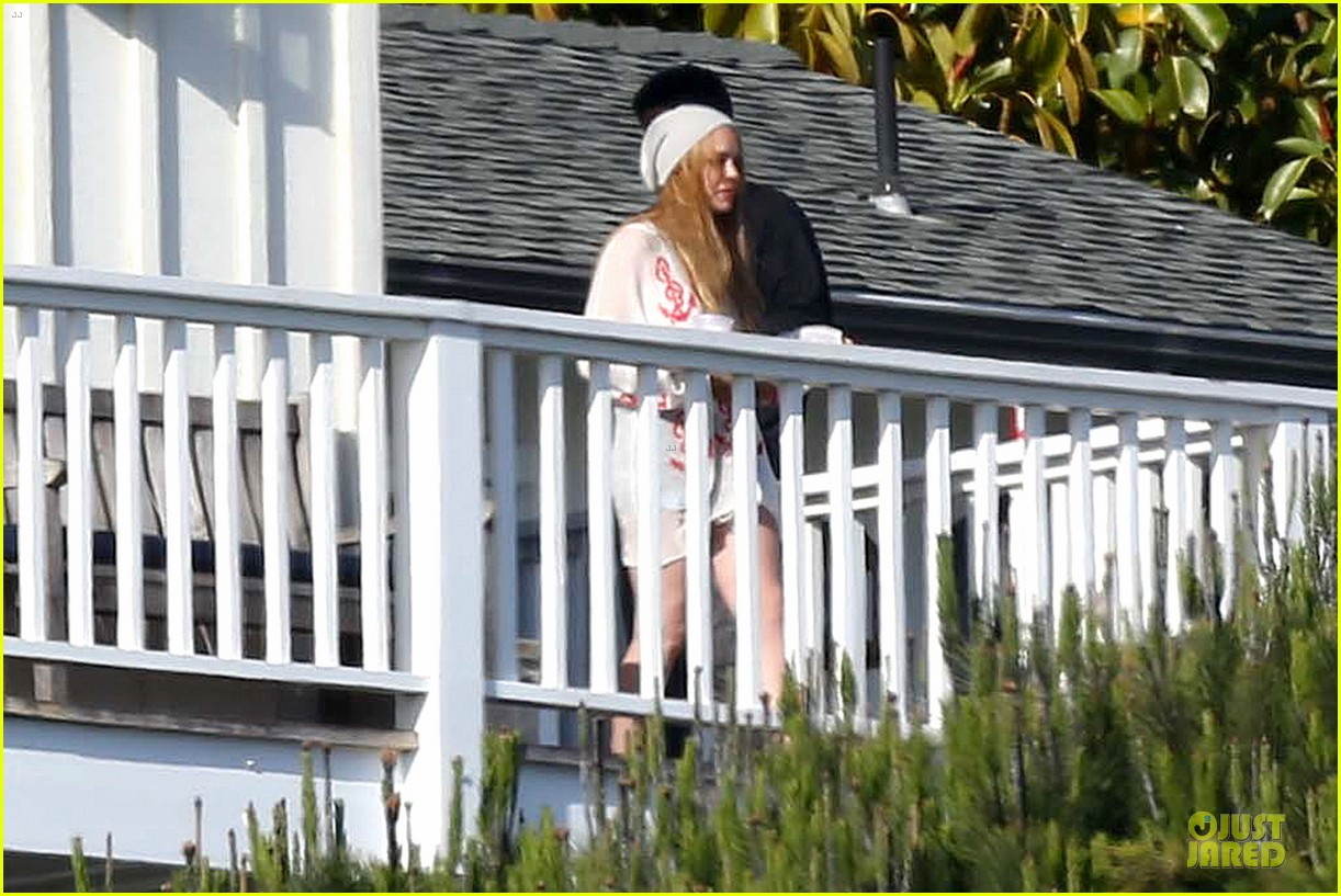 lindsay lohan rehab center bonding with friends 13