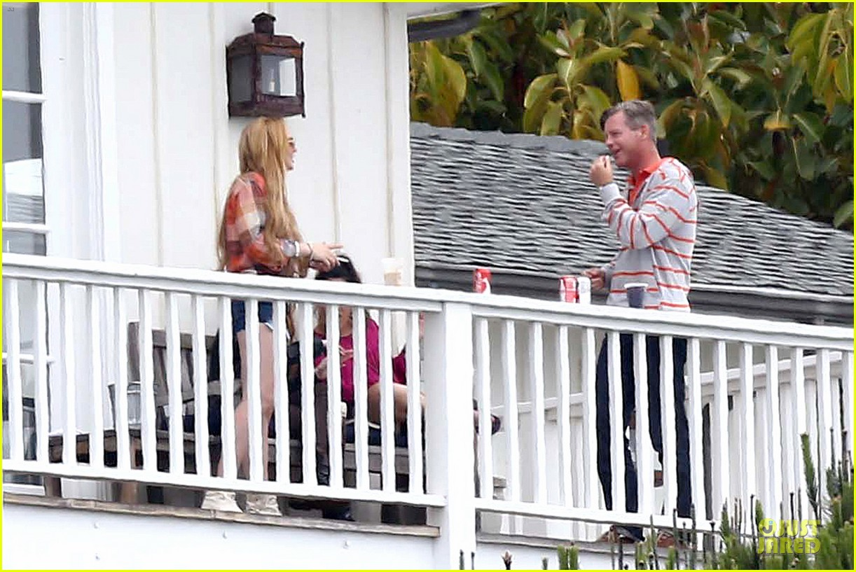 lindsay lohan rehab center bonding with friends 16