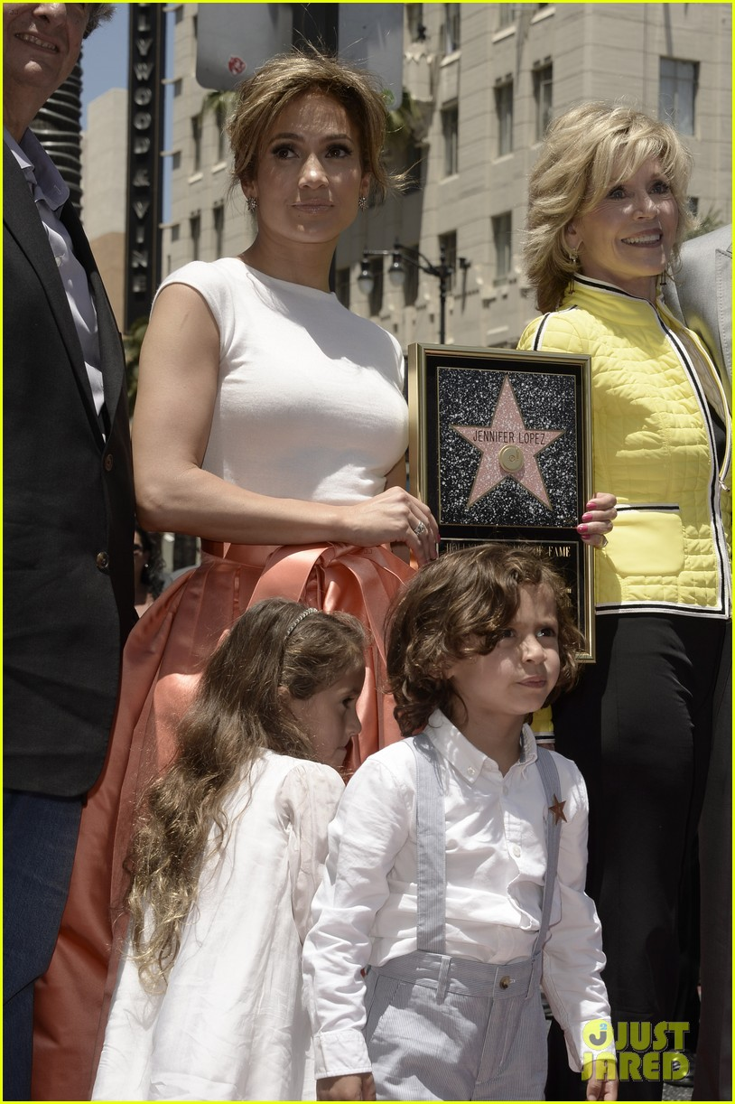jennifer lopez receives star on hollywood walk of fame 112895194