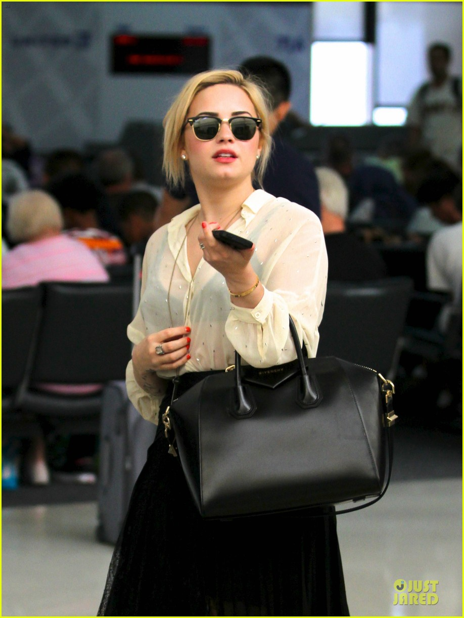 demi lovato sheer lax arrival after fathers death 02