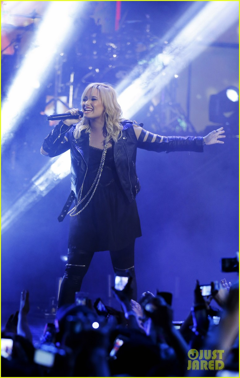 demi lovato muchmusic awards performances watch now 03