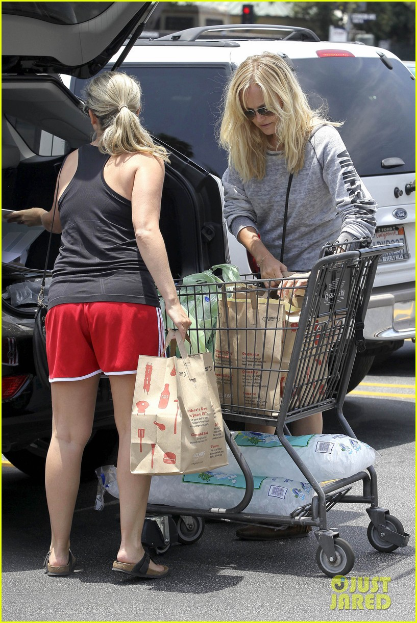 malin akerman shops after juvenile camp visit 152897291