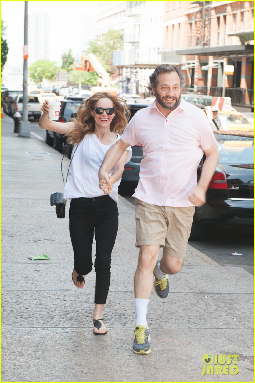 leslie mann judd apatow get silly in new york city 14