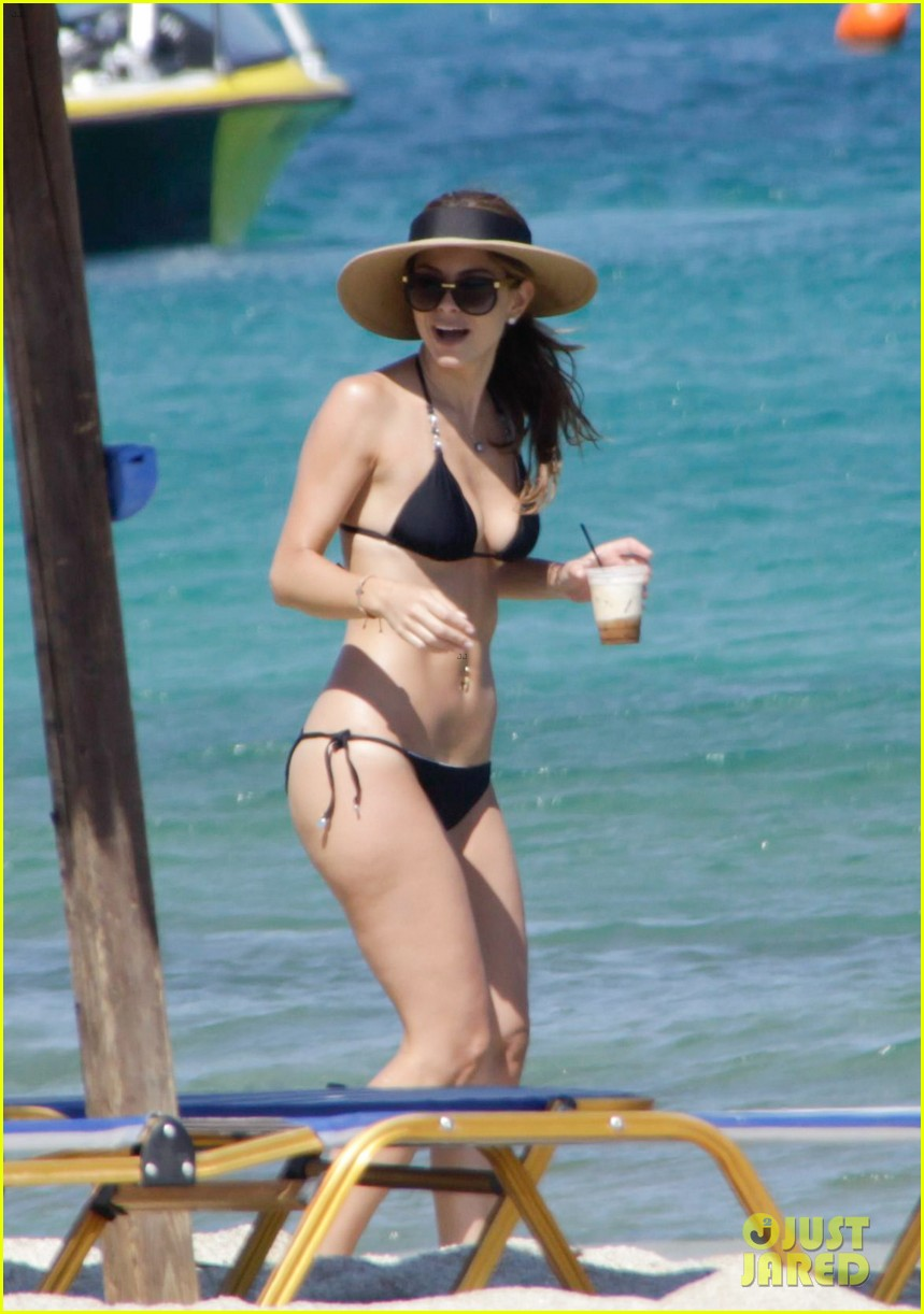 maria menounos flaunts bikini bod for womens health 07