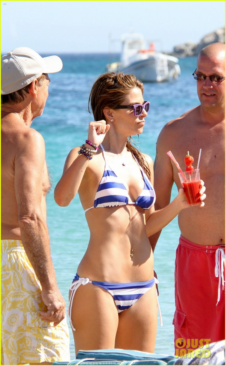 maria menounos flaunts bikini bod for womens health 162896670