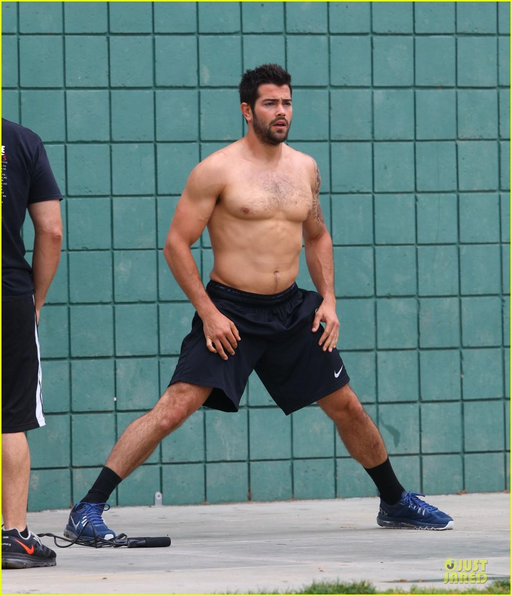 jesse metcalfe shirtless park workout 032886974