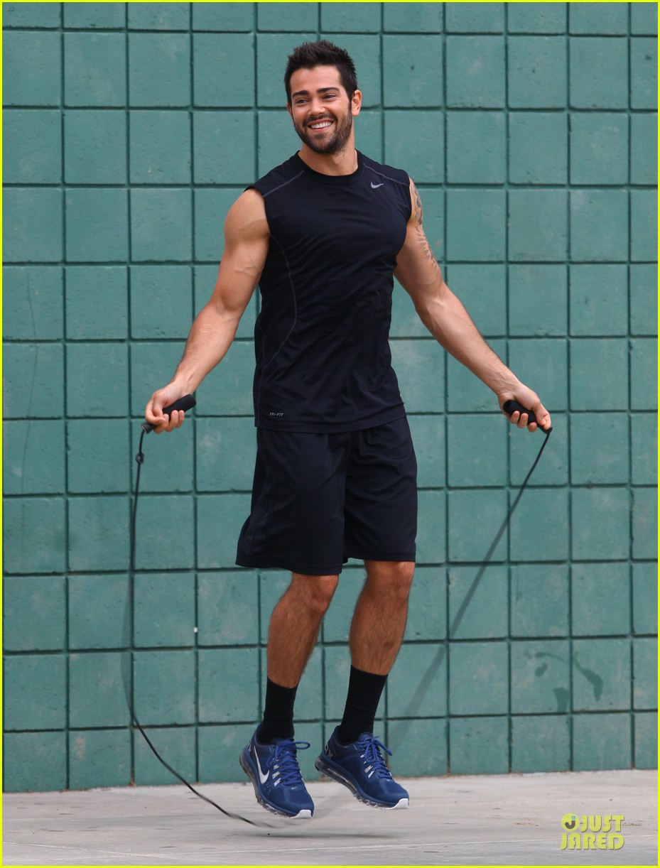 jesse metcalfe shirtless park workout 072886978