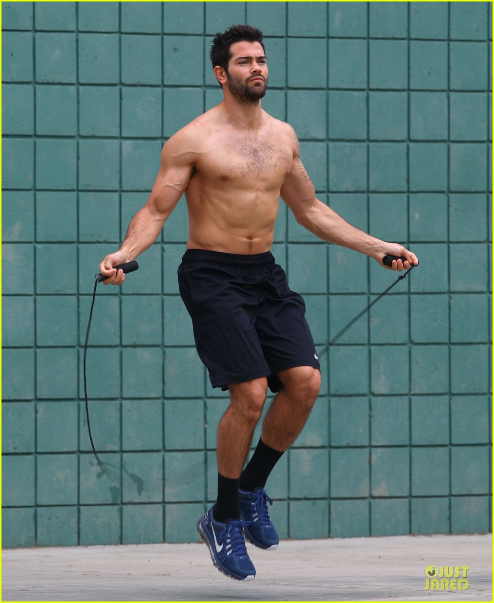 jesse metcalfe shirtless park workout 092886980