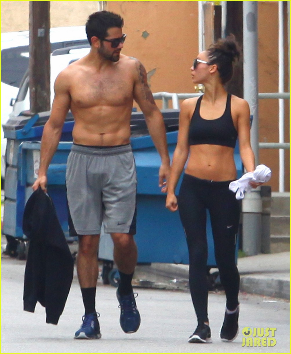 jesse metcalfe shirtless ab show after gym 13