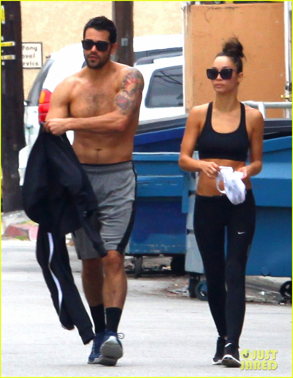 jesse metcalfe shirtless ab show after gym 15
