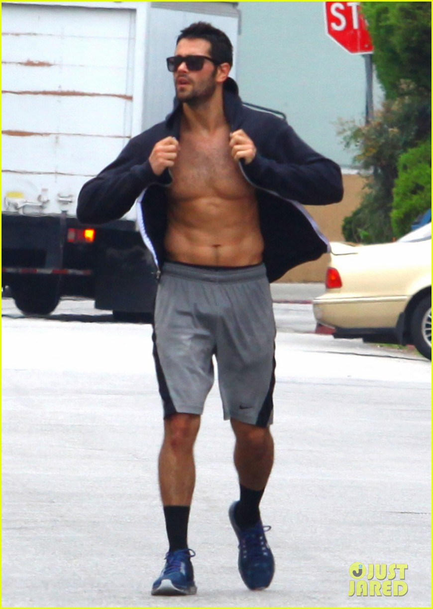 jesse metcalfe shirtless ab show after gym 20