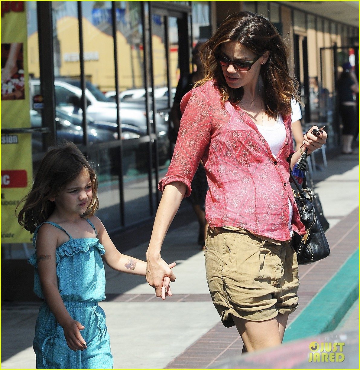 michelle monaghan visits the nail salon with willow 052896890