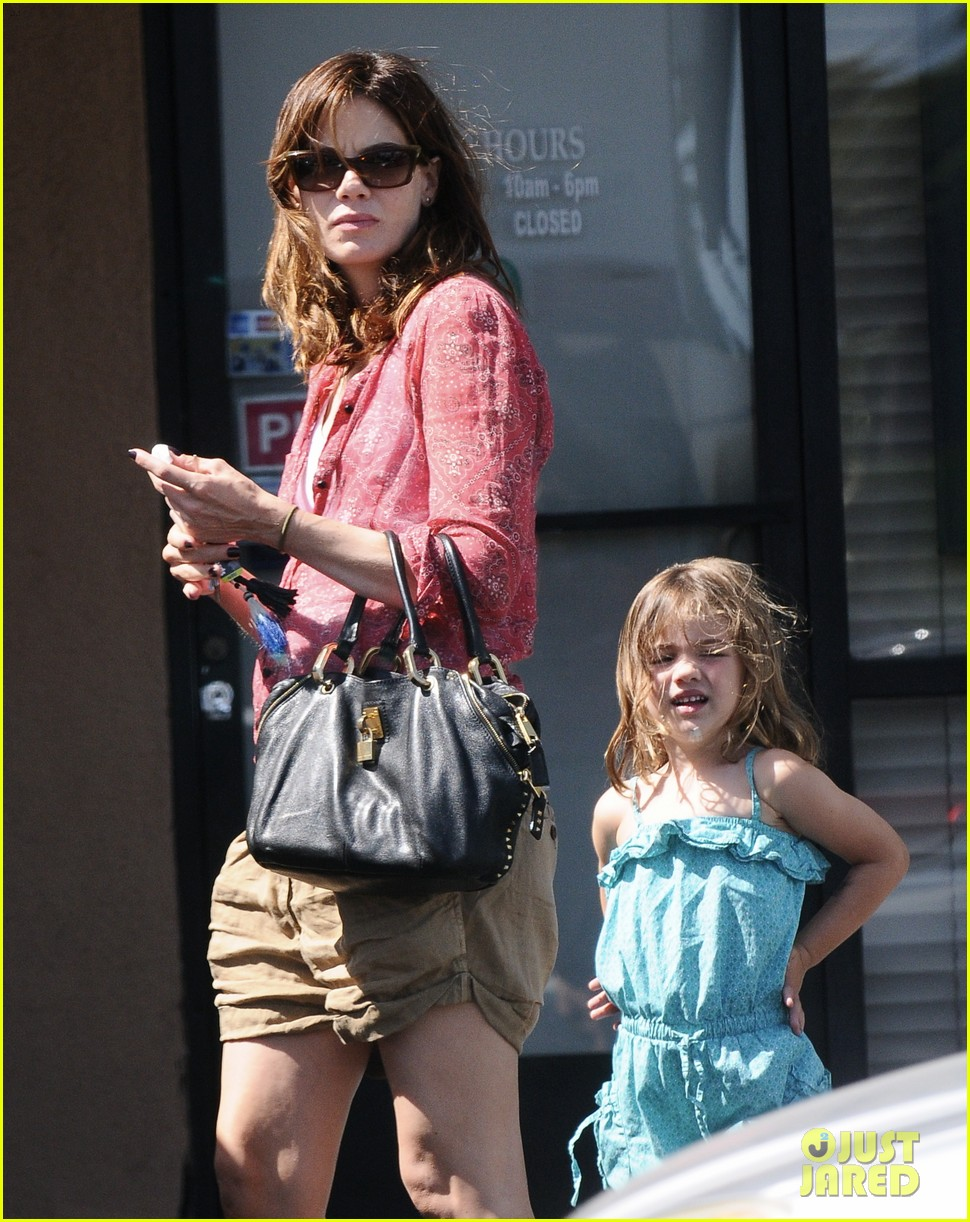 michelle monaghan visits the nail salon with willow 11
