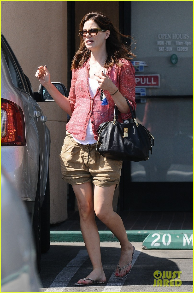 michelle monaghan visits the nail salon with willow 202896905