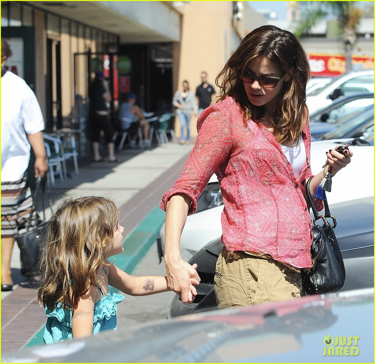 michelle monaghan visits the nail salon with willow 25