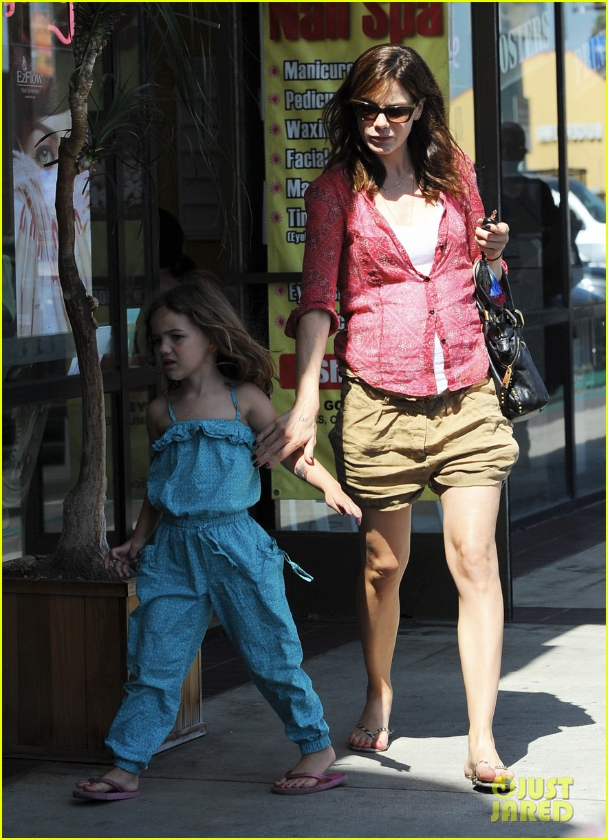 michelle monaghan visits the nail salon with willow 282896913