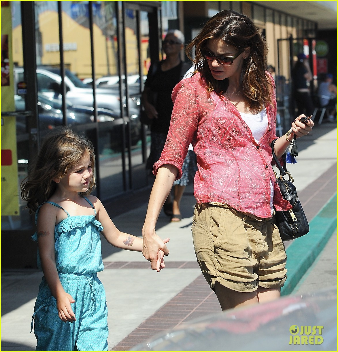 michelle monaghan visits the nail salon with willow 29