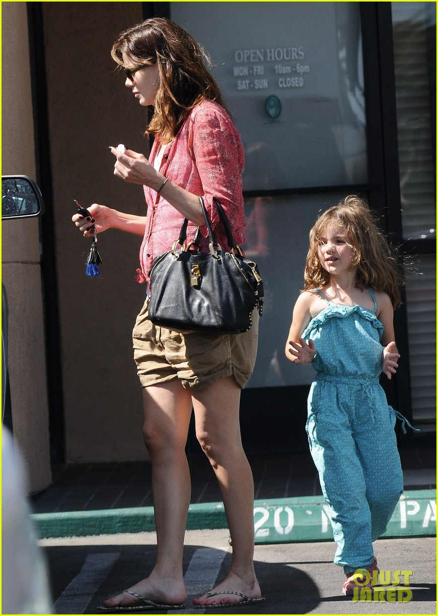 michelle monaghan visits the nail salon with willow 35