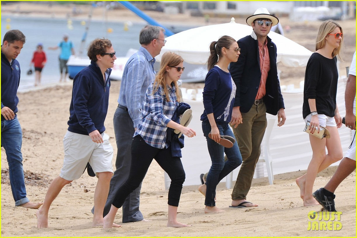 ashton kutcher mila kunis kisses in saint tropez 022887667