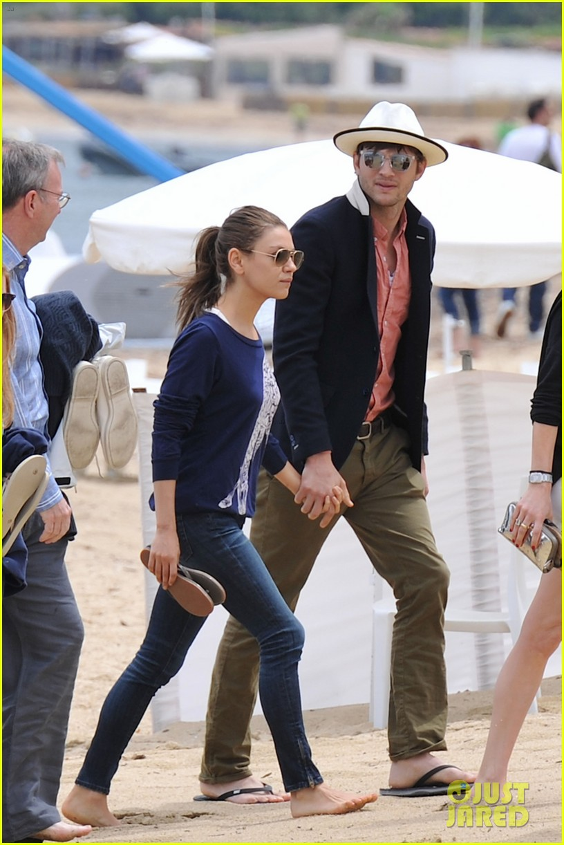 ashton kutcher mila kunis kisses in saint tropez 092887674