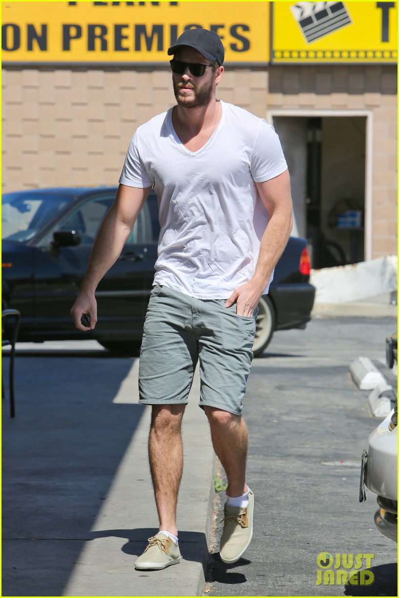 miley cyrus liam hemsworth hold hands movie date 11