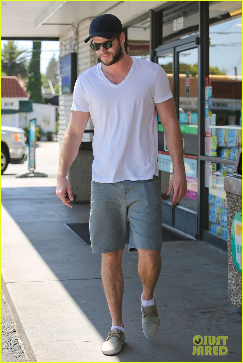 miley cyrus liam hemsworth hold hands movie date 12