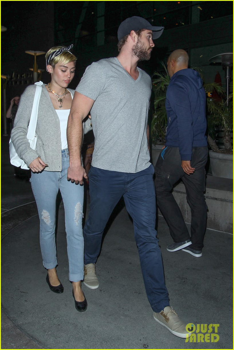 miley cyrus liam hemsworth hold hands movie date 192894564