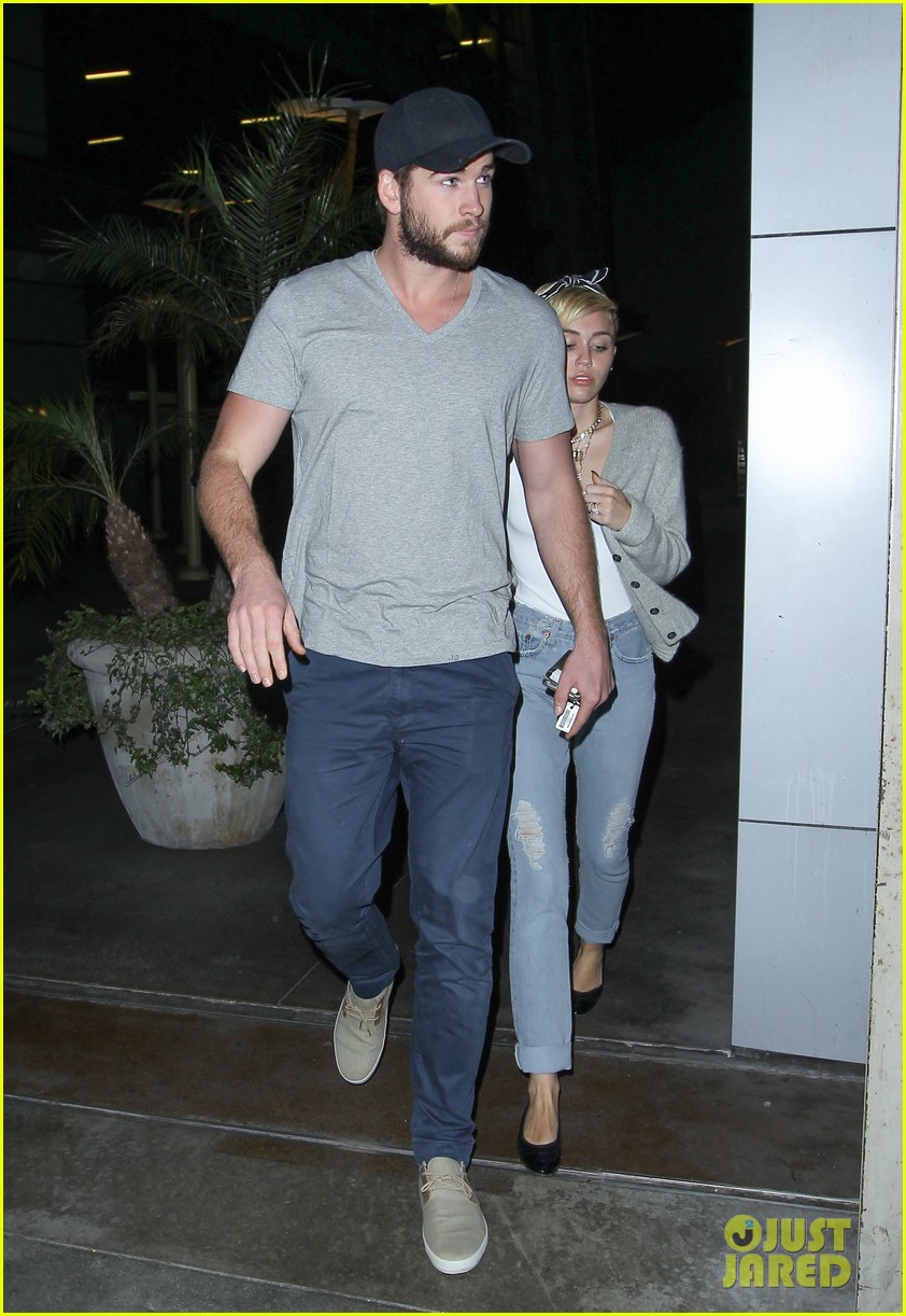miley cyrus liam hemsworth hold hands movie date 272894572