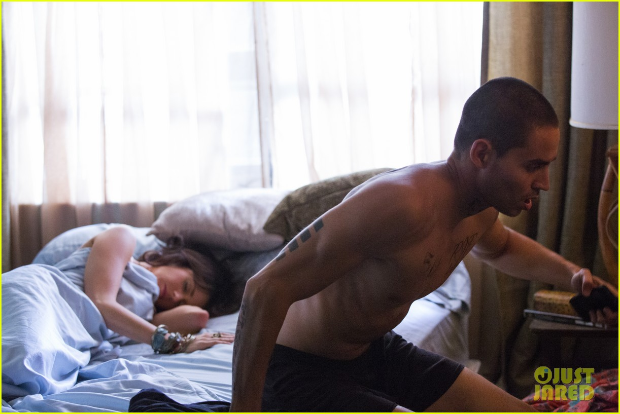 shirtless manny montana new graceland stills mia kirshner exclusive 02