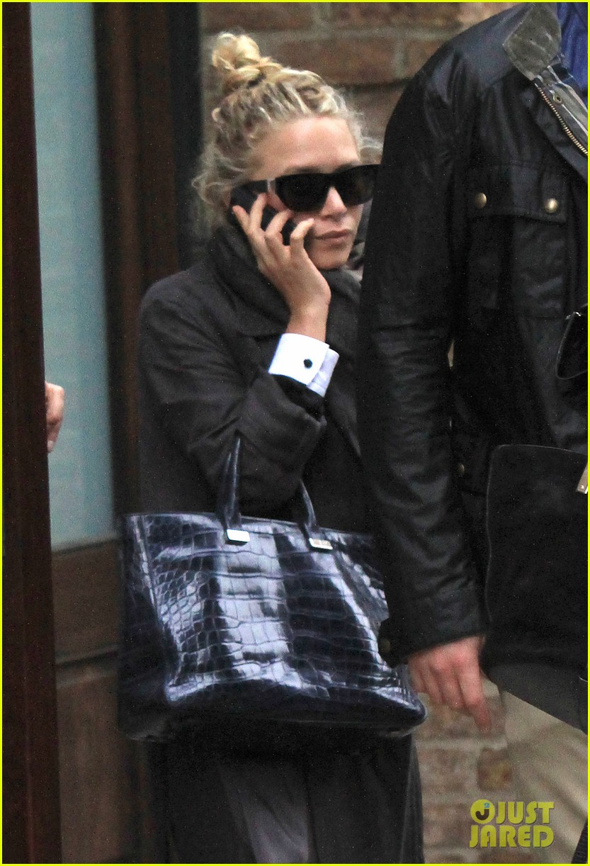 mary kate ashley olsen step out on 27th birthday 02