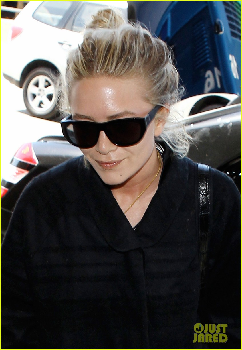 mary kate ashley olsen separate lax departures 022896705