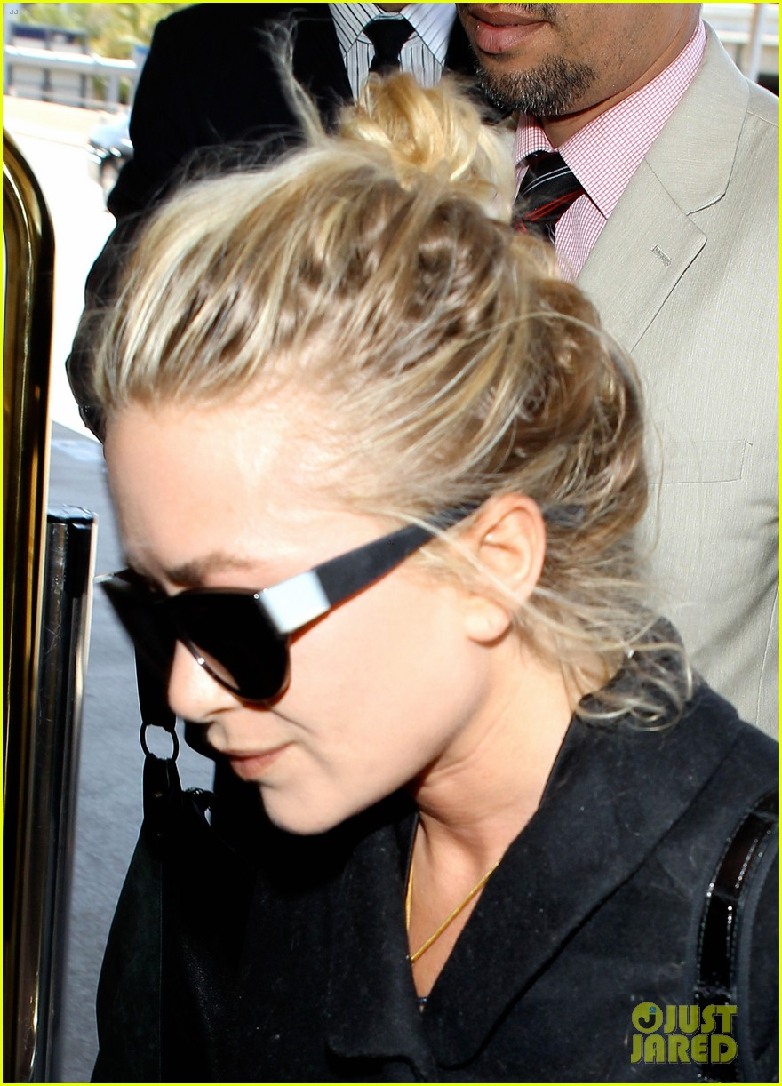 mary kate ashley olsen separate lax departures 06