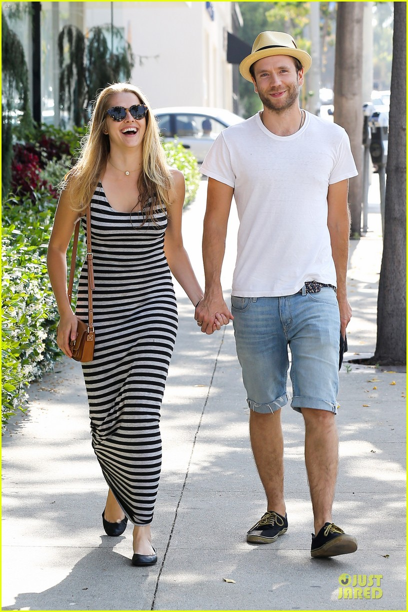 teresa palmer mark webber hold hands after spa visit 062881735