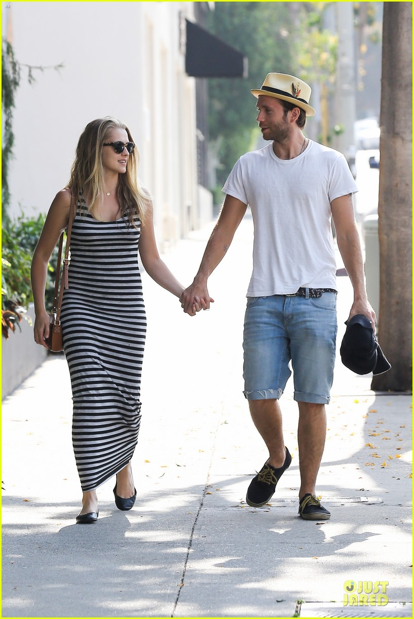 teresa palmer mark webber hold hands after spa visit 10